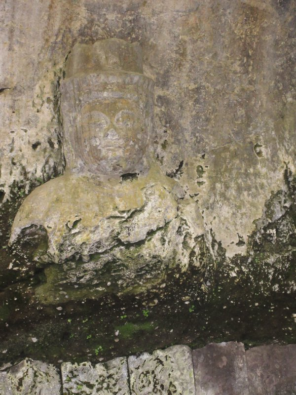 古園石仏の観音菩薩像
