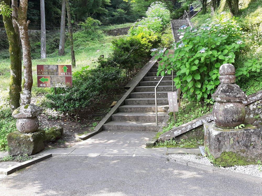 祈りの階段にも五輪塔