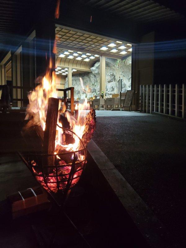 古園石仏入口の篝火
